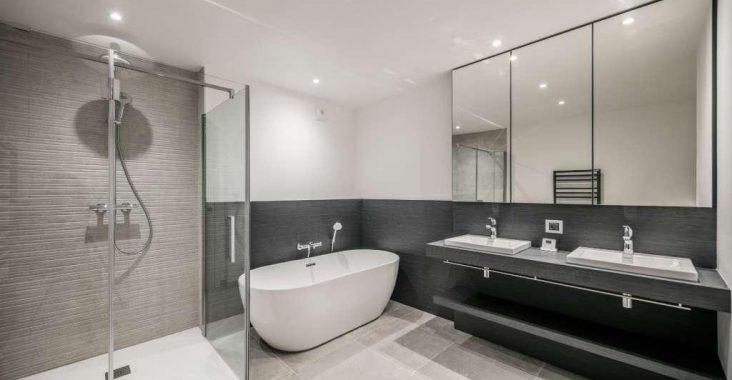 Comment habiller un mur de salle de bain?